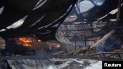 14일 베트남 빈즈엉 공단에서 반정부 시위대의 방화로 불탄 중국 소유 공장.