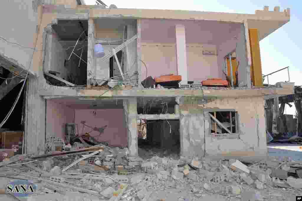 6月27日在枪手袭击大马士革以南约二十公里处德罗沙市的沙特阿拉伯电视台后,遭到破坏的建筑物(叙利亚阿拉伯通讯社提供照片)