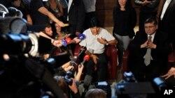Эво Моралес беседует с журналистами. Австрия, Вена, 3 июля 2013г.