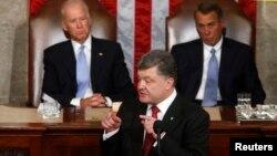 Presiden Ukraina Petro Poroshenko meminta bantuan militer AS dalam pidato di Kongres AS hari Kamis (18/9).