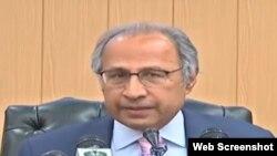 وفاقی مشیر خزانہ عبدالحفیظ شیخ اسلام آباد میں ایک پریس کانفرنس کے دوران ٹیکس ایمنسٹی اسکیم کی تفصیلات بتا رہے ہیں۔ 14 مئی 2019