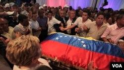 Yon seremoni antèman pral chante jedi 6 oktòb 2011la nan Karakas pou ansyen prezidan venezuelyen Carlos Andres Perez