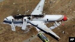 韓亞航空214航班2013年七月六日在舊金山國際機場降落的時候,機尾撞擊防波堤後墜落。(資料照)