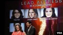 La actriz Melissa McCarthy fue felicitada por Joshua Jackson al ser nominada como mejor actriz de serie comedia.