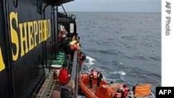 Tàu của Hội Bảo tồn Mục đồng Biển chống việc săn cá voi