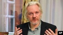Julian Assange está dispuesto a entregarse el viernes.