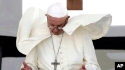 El Vaticano no ha mencionado si el papa Francisco haría una parada en El Salvador.