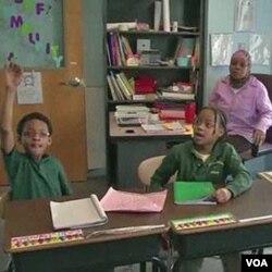 Warga keturunan Afrika belajar di sebuah sekolah di Baltimore, Maryland. Masih banyak warga kulit hitam AS yang tertinggal dalam bidang pendidikan.
