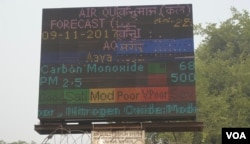 Air pollution in New Delhi and surrounding towns and districts has been in the severe category since Tuesday. (A. Pasricha/VOA)