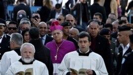 Bethlehem မွာ ရွိတဲ့ St. Peter Basilica ေက်ာင္းေတာ္မွာ ပုပ္ရဟန္းမင္းႀကီးက ၿငိမ္းခ်မ္းေရးကို ေရွးရႈၾကဖို႔ ဆုေတာင္းေပးခဲ့ပါတယ္။