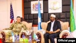General Stephen Townsend iyo Madaxweyne Axmed Maxamed Islaam