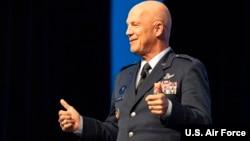 美國太空司令部司令、空軍上將約翰·雷蒙德(John Raymond)。(美國空軍照片)