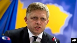 PM Slovakia Robert Fico dalam konferensi media di Brussels, 13 Jul 2015 (AP Photo/Virgina Mayo)