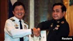 Nhiều đồn đoán Tướng Prayuth (phải) sẽ được bầu làm thủ tướng Thái Lan.