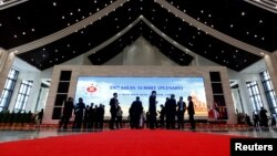 Delegates stand outside the plenary session hall at the ASEAN Summit in Vientiane, Laos, Sept. 6, 2016.