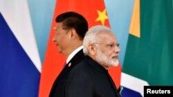 Chủ tịch Trung Quốc Tập Cận Bình và Thủ tướng Ấn Độ Narendra Modi tại hội nghị thượng đỉnh khối BRICS