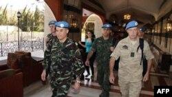 Слева: Ахмед Химмиче