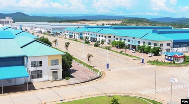 中国在柬埔寨投资建设的西哈努克港经济特区。(美国之音朱诺拍摄,2017年6月10日)
