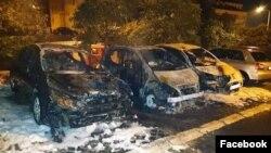Automobili opozicionog aktiviste Aleksandra Dražića spaljeni i uništeni u petak rano ujutro, u Lazarevcu, 6. septembra 2019. (Foto: Aleksandar Dražić preko Fejsbuka)