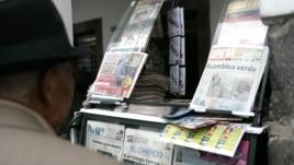 Venta de periódicos en Quito. Nuevas presiones contra la prensa se ciernen al inicio del proceso electoral ecuatoriano.