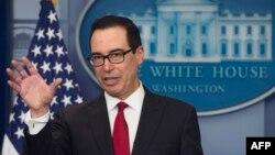 گفتگوی استیو منوشن وزیر خزانه داری ایالات متحده با خبرنگاران در کاخ سفید - آرشیو