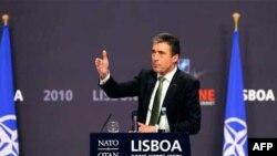 Generalni sekretar NATO-a govori na konferenciji za novinare u Lisabonu