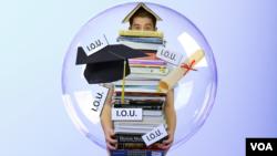 Di Amerika, jutaan mahasiswa memiliki utang biaya kuliah sekitar 75 ribu hingga 200 ribu dolar, khususnya yang belajar pada tingkat pasca sarjana. (Foto: ilustrasi).