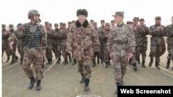 Chủ tịch Tập Cận Bình và binh sĩ Trung Quốc hôm 3/1/2018. (Photo: South China Morning Post)