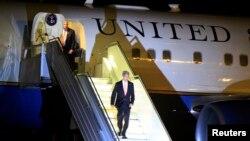 Menteri Luar Negeri AS John Kerry tiba di bandar udara internasional Bole di ibukota Addis Ababa, Ethiopia (30/4).