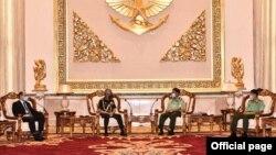 အိႏၵိယ ကာကြယ္ေရးဦးစီးခ်ဳပ္ ဗိုလ္ခ်ဳပ္ႀကီး M M Naravane ၊ ႏိုင္ငံျခားေရးအတြင္းဝန္ Harsh Vardhan Shringla တို႔နဲ႔ ဗိုလ္ခ်ဳပ္မႉးႀကီး မင္းေအာင္လိႈင္ေတြ႔ဆံု (ဓါတ္ပံု- Senior General Min Aung Hlaing)