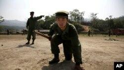四月時緬甸克欽族戰士接受武裝訓練的情況 (資料圖片)