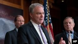 La résolution adoptée jeudi, présentée par le sénateur démocrate Tim Kaine a été amendée pour obtenir le soutien de certains sénateurs républicains.