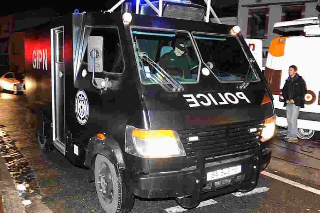 Tim khusus polisi Perancis tiba di daerah di mana Mohamed Merah bersembunyi di Toulouse (AFP).
