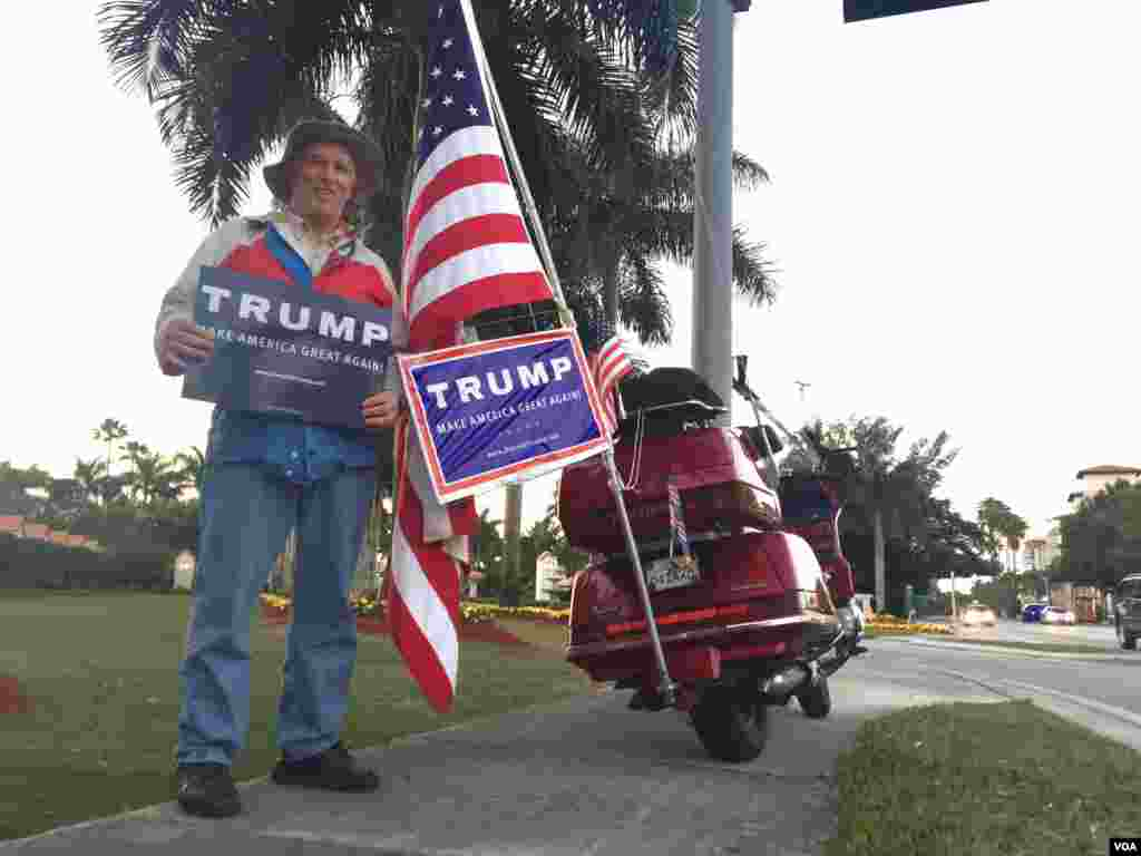 John King, 74, supports Donald Trump outside the Florida site where Monday's Trump event was canceled ahead of the primary, March 14, 2016. (C. Mendoza/VOA)