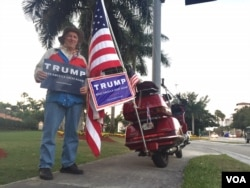 John King, 74, shows his support for Donald Trump in Florida, March 14, 2016. (C. Mendoza/VOA)