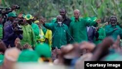 Rais Magufuli na Januari Makamba wakati wa kampeni za uchaguzi wa rais September 2015.
