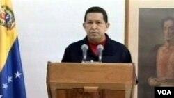 President Venezuela Hugo Chavez memberikan pidato kepada rakyatnya lewat televisi dari Havana, Kuba (30/6).