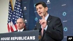 Chủ tịch Hạ viện Paul Ryan (phải) phát biểu trước báo giới ở Washington, ngày 17/11/2015, về chính sách di trú liên quan đến người tị nạn từ Syria.