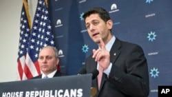 在美国国会共和党人讨论移民战略后,众议院议长瑞安对记者发表谈话(2015年11月17日)