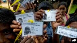 Bangladesh ေရာက္ ႐ိုဟင္ဂ်ာဒုကၡသည္ ၈ သိန္းေက်ာ္ ဇီ၀မွတ္ပံုတင္ လုပ္ၿပီး