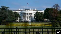 Bela kuća u Vašingtonu snimljena 1. oktobra 2019, dok demokrate u Predstavničkom domu povlače agresivne pozive u svojoj istrazi o opozivu predsednika Donalda Trampa.