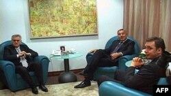 Lideri Srpske napredne stranke Tomislav Nikolić i Aleksandar Vučić, sastali se u Podgorici sa predsednikom Demokratske partije socijalista Milom Đukanovićem, 23. novembar 2011.