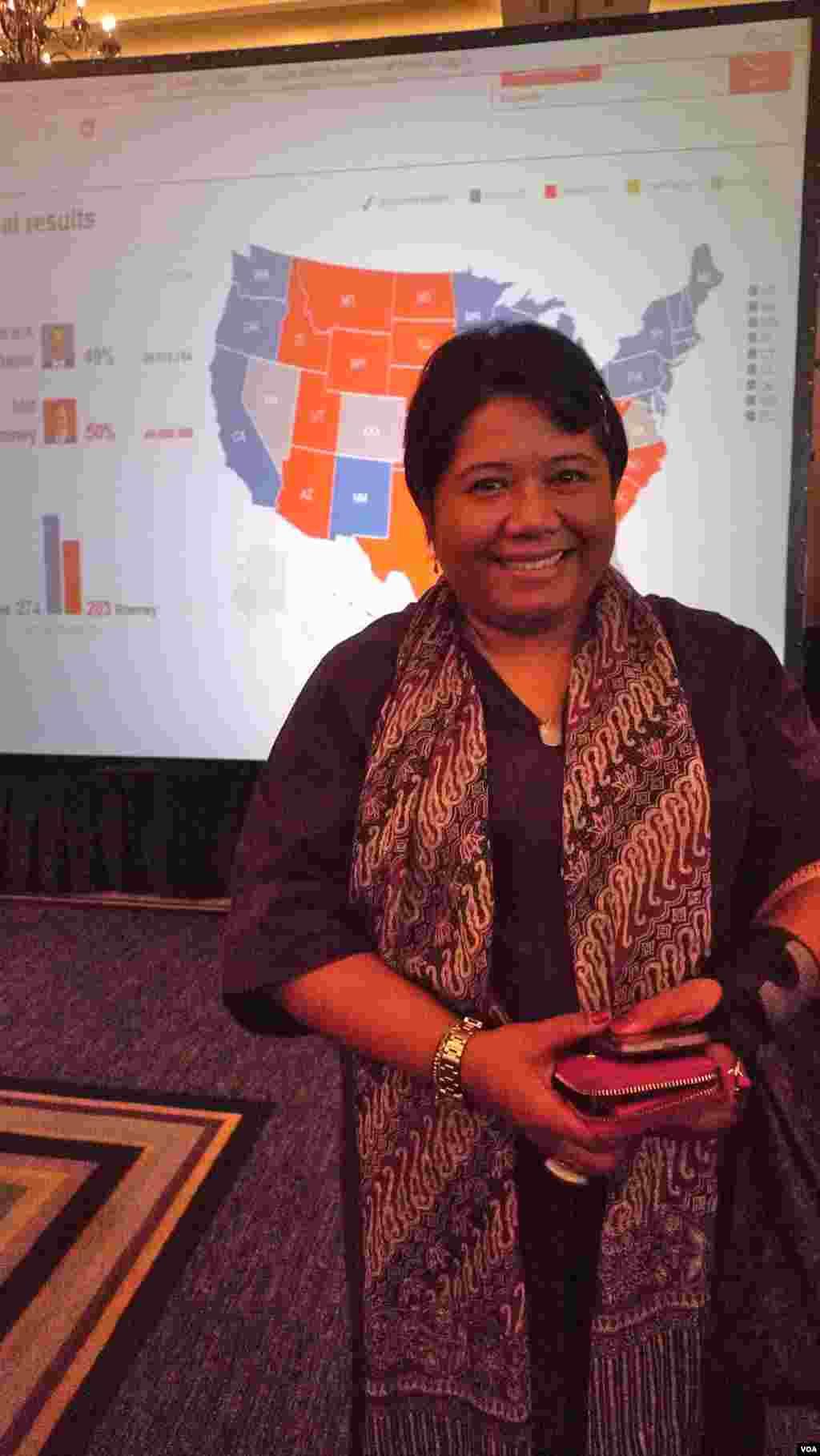 """""""Une victoire d'Obama vaut mieux pour l'Asie"""", soutient , pour sa part, Ima Abdulrahim, directrice exécutive du Centre Habibie, un cercle de réflexion libéral de Jakarta, en Indonésie (S. Schondart/VOA)"""