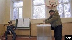 Идет голосование на президентских выборах в Москве. 4 марта 2012 г.