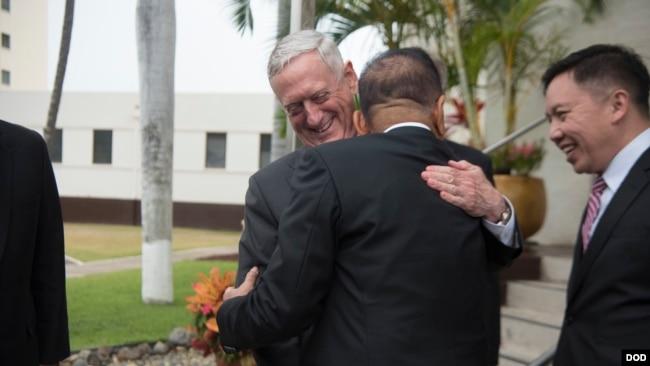 馬蒂斯2018年5月29日在夏威夷會見印度尼西亞防長(美國國防部)