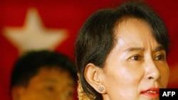 Bà Aung San Suu Kyi nhấn mạnh là bà không bao giờ chấp nhận việc đảng của bà đăng ký tham gia cuộc bầu cử theo luật bầu cử mà bà cho là bất công
