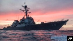 Kapal AS, USS John S. McCain saat melakukan patroli di Laut China Selatan (foto: dok).