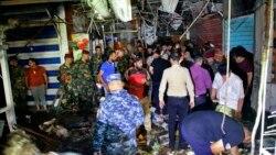 بغداد کے صدر سٹی علاقے میں بم دھماکے کے بعد پولیس، سیکیورٹی فورسز کے اہلکار اور لوگ جمع ہیں۔ 20 جولائی 2021