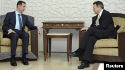 Presiden ICRC, Peter Maurer (kanan) saat bertemu Presiden Suriah Bashar al-Assad di Damaskus (foto: dok). Suriah adalah tempat operasi ICRC terbesar.