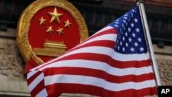 美國總統特朗普訪華期間美國國旗飄揚在北京人大會堂前。 (2019年11月9日)